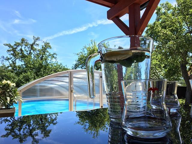 pohled na zastřešený bazén
