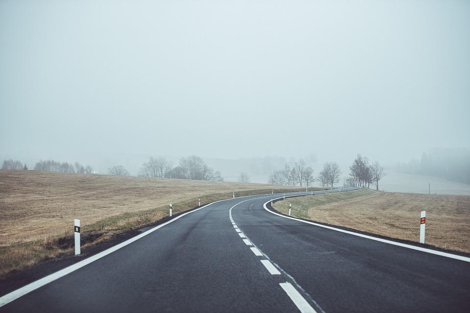 opuštěá silnice